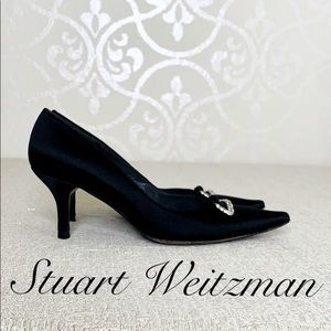 STUART WEITZMAN BLACK SATIN PUMPS SIZE 5.5 M